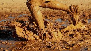 Mud running: i benefici della corsa nel fango