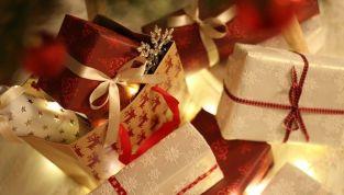 Le migliori idee regalo di Natale per fare colpo sulla suocera
