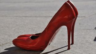 Il codice rosso contro la violenza sulle donne da oggi è diventato legge