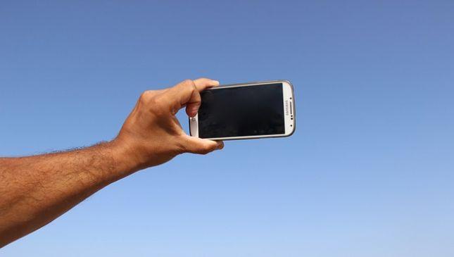 Come scattare un selfie senza farsi male