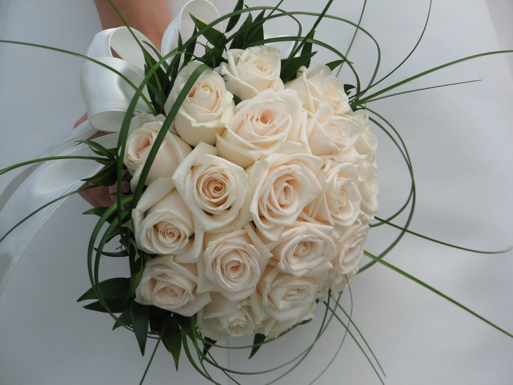 Bouquet sposa rotondo e compatto