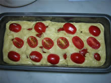 Plum cake ai pomodorini dopo la lievitazione