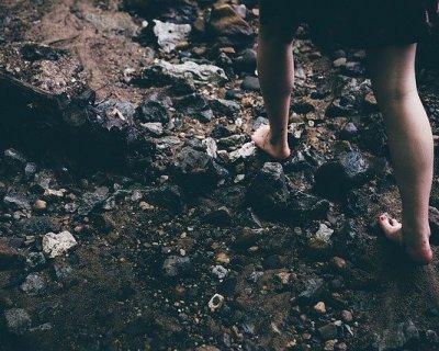 Camminare a piedi nudi