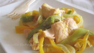 Salmone e verdure in agrodolce