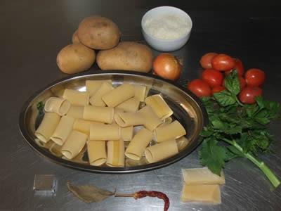 Ingredienti per paccheri al forno con patate