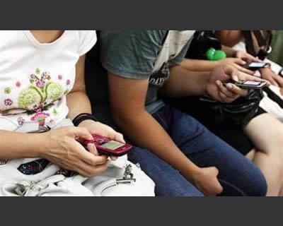 Generazione sms: uso del cellulare tra i giovani