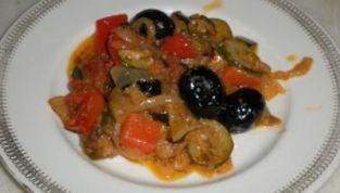 Fantasia di verdure con olive nere