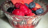 Fantasia di frutti di bosco con ventagli di anguria