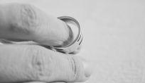 Il tradimento di Ashton Kutcher Demi Moore chiede il divorzio