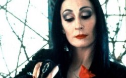 Trucco Halloween Morticia Addams: video tutorial e consigli per un perfetto make up