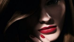 Rossetto rosso must have dell'autunno inverno 2011-2012 e dell'eleganza