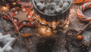 Come creare un vasetto di Natale con le caramelle