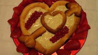 Crostata alla crema a forma di cuore