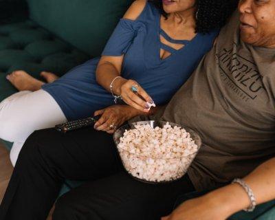 10 film da guardare in coppia per san valentino - Coppia di amatori che scopano sul divano ...