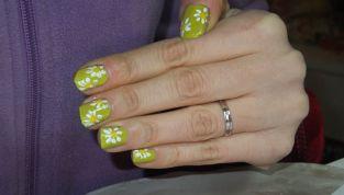 Nail art per la festa della donna