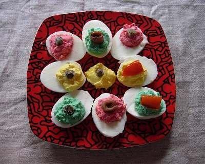 Uova colorate a sorpresa