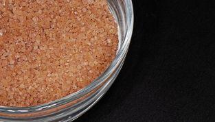 Depilazione sugaring: rimuovere i peli dolcemente