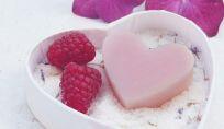 Scrub sale e zucchero per preparare la pelle all'abbronzatura