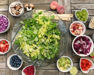 Mangiare crudo fa bene?
