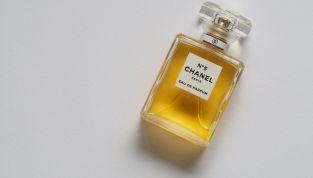 Brad Pitt è il nuovo testimonial di Chanel N°5