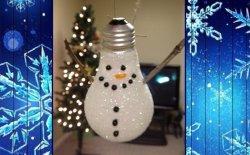 Pupazzi di neve con lampadine riciclate