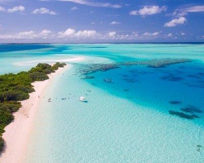 Maldive: sabbia bianca e acqua cristallina