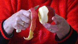 Mangiare frutta e verdura con la buccia fa bene?