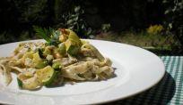Fettuccine ai semi di papavero con zucchine e limone