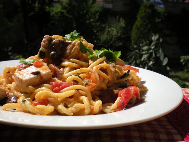 Spaghetti alla Chitarra con puttanesca di pesce spada