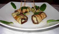 Involtini di melanzane con parmigiano, mandorle e menta