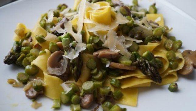Pappardelle asparagi e funghi