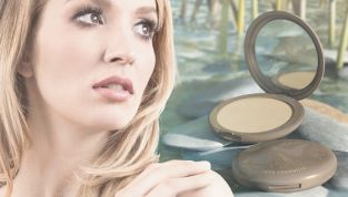 Flat Perfection, il nuovo fondotinta compatto di Neve Cosmetics