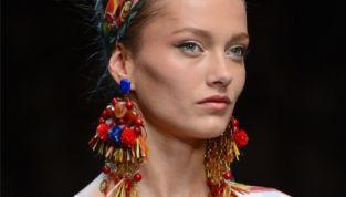 Maxi bijoux: accessori glamour per colorare la tua estate