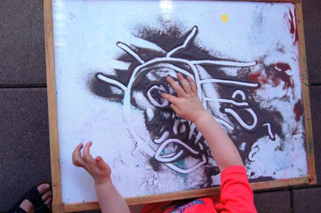 Colorare La Sabbia Ed Usarla Per Giocare Coi Bambini