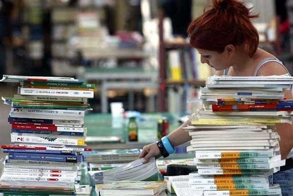 Le esorbitanti spese scolastiche gli aumenti dei libri for Libri di testo scolastici