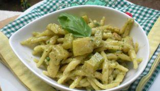 Trofie con zucchine e pesto di mandorle