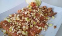 Foto ricetta di carpaccio di salmone a contrasto light con mela verde e mandorle