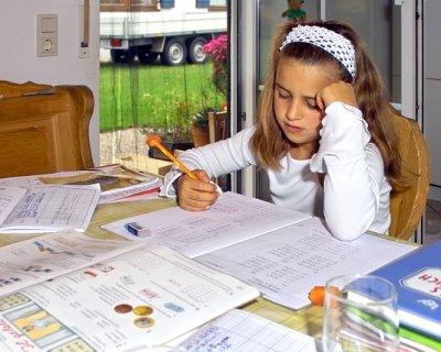Come aiutare i figli a fare i compiti a casa