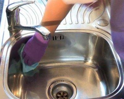 Come pulire l\'acciaio della cucina con prodotti naturali