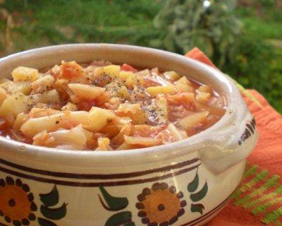 Zuppa di verza e patate, una ricca pietanza tutta invernale
