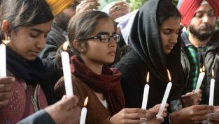 India: dodicenne violentata e bruciata