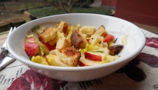 Insalata di mele e sedano, un contorno fresco e delizioso