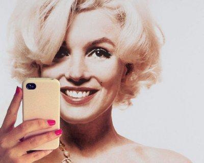 Selfie: la mania dell'autoscatto sui social