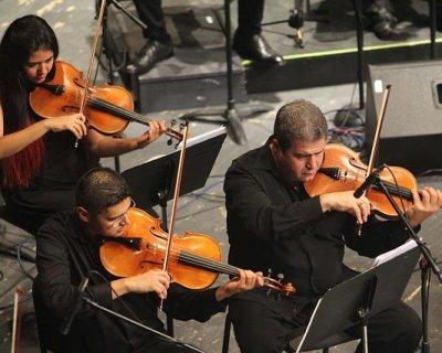 Festival di Sanremo 2014, i look dei big durante la quarta serata