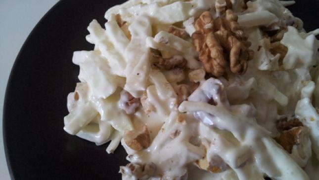 Insalata Waldorf: sedano rapa e mele per una leggera bontà