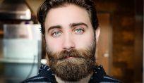 Il trapianto di barba è l'ultima tendenza per l'uomo