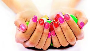 Smalti effetto gel: manicure perfetta fai da te