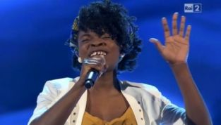 The Voice 2 terza puntata: la cantante dei Jalisse non passa. Standing ovation per il talento gospel Esther