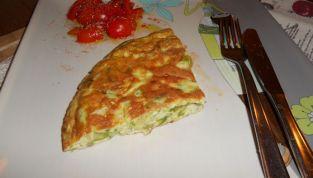 Frittata di asparagi: un piatto rustico per le scampagnate di primavera