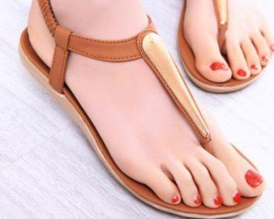 Sandali rasoterra per l'estate 2014: modelli e consigli di stile